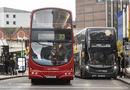 Tin thế giới - Truy tìm 6 kẻ tấn công tình dục bé gái 12 tuổi ngay trên xe buýt ở Anh