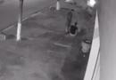 Video-Hot - Màn chống trả quyết liệt của nam thanh niên với tên cướp vờ hỏi đường rồi giật điện thoại