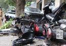Tin trong nước - Hà Nội: Xe Honda Civic lao lên vỉa hè, đâm nát 6 xe máy