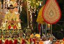 Tin thế giới - Quốc vương Thái Lan ngồi kiệu dát vàng 16 người khiêng trong lễ rước đăng quang