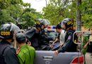 Pháp luật - Quảng Trị: Khống chế nam thanh niên vung dao loạn xạ trước cổng trường