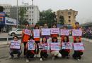 """Truyền thông - Thương hiệu - Hà Nội: Hàng trăm SV xuống đường truyền thông điệp """"nói không"""" với túi nilon"""