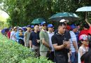 Người dân khắp mọi miền về khu di tích Kim Liên tưởng nhớ ngày sinh nhật lần 129 của Chủ tịch Hồ Chí Minh