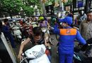 Tin trong nước - Nhắc nhở khách mở nắp bình xăng, nhân viên cây xăng bị đâm rách đầu
