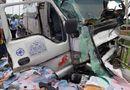 Tin trong nước - Tin tức tai nạn giao thông mới nhất hôm nay 4/6/2019: Xe tải hất văng xe máy, 2 người chết trên cầu Rạch Miễu