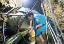 Tin trong nước - Vụ 2 người mắc kẹt trong hang ở Lào Cai: Sắp tiếp cận được nạn nhân