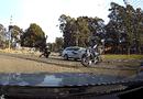 Video-Hot - Đâm vào đầu ô tô, tài xế mô tô bay ra ra khỏi xe như trong phim