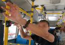 """Tin trong nước - Hà Nội: Kẻ biến thái đứng gần nữ sinh cấp 2 trên xe buýt để """"tự sướng"""""""