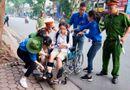 Giáo dục pháp luật - Thi THPT quốc gia 2019: Nữ sinh bị tai nạn phải ngồi xe lăn vẫn tới trường thi