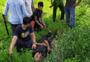 An ninh - Hình sự - Bị vây bắt, nghi phạm buôn ma túy dùng kiếm chống trả cảnh sát