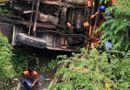 Tin trong nước - Vụ xe cẩu tông ô tô rơi xuống kênh nước ở Bến Tre: Số nạn nhân tử vong tăng lên 3