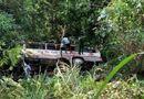 Tin trong nước - Hiện trường ô tô chở 20 khách du lịch lao xuống vực, 2 người tử vong