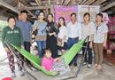 Xã hội - NSUT Trịnh Kim Chi cùng Nữ hoàng Helen Thúy Lê đội mưa đi làm từ thiện tại Tây Ninh