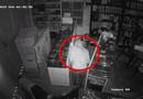 """An ninh - Hình sự - """"Siêu trộm"""" dỡ mái tôn, đột nhập cửa hàng """"cuỗm"""" 69 điện thoại trong 17 phút sa lưới"""