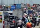 Tin trong nước - TP.HCM: Tắc đường hàng chục km do xe cẩu gặp sự cố trên cầu Phú Mỹ