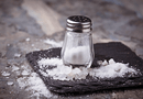Sức khoẻ - Làm đẹp - Mách bạn 3 công thức làm răng trắng sáng tức thì với muối