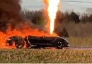 Thế giới Xe - Chủ nhân bất lực nhìn siêu xe Corvette Z51 bốc cháy dữ dội giữa đường