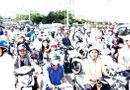 Tin trong nước - TP.HCM: Giao thông ùn tắc nghiêm trọng vì cả trăm người dừng xe xem vớt thi thể