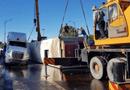 Tin trong nước - Đâm vào giải phân cách xe container lật trên cầu Đông Hà