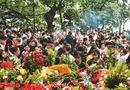 Tin trong nước - Cận cảnh người chen người, lễ chồng lễ ở phủ Tây Hồ ngày đầu tháng Ngâu