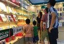 """Đời sống - Phụ huynh Hà Nội đổ xô đi mua đồng hồ định vị cho con sau vụ bé 6 tuổi bị """"bỏ quên"""" trên xe"""