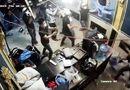 Tin trong nước - TP.HCM: Hỗn chiến kinh hoàng, hàng chục thanh niên xông vào nhà hàng đập phá