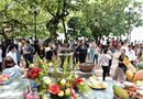 Tin tức - Người Hà Nội tấp nập đổ về Phủ Tây Hồ cầu bình an ngày lễ Vu Lan