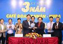 Xã hội - Bà Lê Thị Giàu trao quà tặng cho chương trình