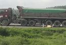 Tin trong nước - Nghệ An: Xe máy va chạm ô tô tải, vợ tử vong, chồng nguy kịch