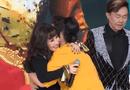 Video-Hot - Video: Cả sân khấu vỡ òa với giây phút gặp lại danh ca Thanh Lan sau 25 năm