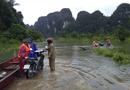 Việc tốt quanh ta - Quảng Bình: Kịp thời điều ca nô đưa 2 sản phụ chuyển dạ trong cơn lũ đến bệnh viện