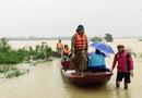 Việc tốt quanh ta - Chèo thuyền vượt 10km nước lũ đưa sản phụ đến bệnh viện sinh con