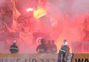 Thể thao 24h - Truyền thông quốc tế sửng sốt với sự cố pháo sáng ở sân Hàng Đẫy