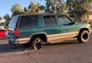 Ôtô - Xe máy - Lốp sau nổ tơi tả, trơ vành nhưng xe SUV vẫn lao vun vút trên đường