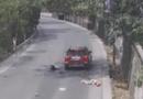 Ôtô - Xe máy - Video: Xe máy lấn làn lao thẳng vào đầu ôtô, hai người trên xe bị hất văng