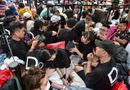 """Công nghệ - Hàng trăm """"thợ săn"""" iPhone 11 đổ xô về Singapore, xếp hàng trước cửa Apple Store"""