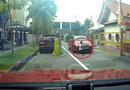 Tin thế giới - Video: Cậu bé bình an vô sự một cách thần kỳ sau khi bị ô tô chèn qua