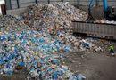Kinh doanh - Kinh hãi quy trình tái chế ống hút, hộp xốp từ phế thải đã bốc mùi