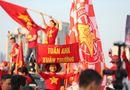 """CĐV Việt Nam nhuộm đỏ \""""chảo lửa\"""" Mỹ Đình trước giờ bóng lăn"""
