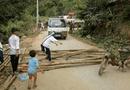 Tin trong nước - Người dân vác củi, chặn đường CSGT để đòi lại xe vi phạm