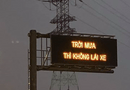 """Tin tức - Cao tốc Long Thành xuất hiện dòng chữ """"Trời mưa thì không lái xe"""" khiến tài xế bối rối"""