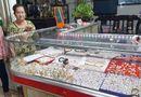 """Tin trong nước - Chủ tiệm vàng bị cướp ở Long An: """"Tiệm tôi nhỏ lắm, có mấy tủ kính nhỏ mà cũng bị cướp tấn công..."""""""