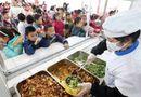 """Giáo dục pháp luật - """"Bóng ma"""" thực phẩm bẩn len lỏi trong bữa ăn của học sinh"""
