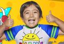 Kinh doanh - Sốc: Cậu bé 8 tuổi kiếm 26 triệu USD từ youtube trong một năm
