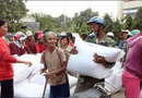 Việc tốt quanh ta - Xuất gạo hỗ trợ đến người dân vùng khó khăn trước Tết Nguyên đán Canh Tý