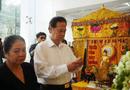 Giải trí - Nguyên Thủ tướng Nguyễn Tấn Dũng cùng vợ đến viếng nghệ sĩ Chánh Tín