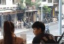 """Giải trí - Gil Lê thân mật với """"người tình tin đồn"""" Hoàng Thùy Linh tại quán cà phê"""