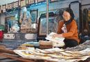 """Giải trí - Nữ nghệ nhân đầu tiên của làng tranh Đông Hồ và sự tích về bức tranh """"Đám cưới chuột"""""""