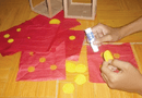 Đời sống - Kỳ lạ phong tục dán giấy đỏ, lấy nước mới đón Tết của người Cao Lan