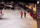 Đời sống - Video: Nghịch dại ném pháo, bé 8 tuổi bất ngờ bị thổi bay lên không